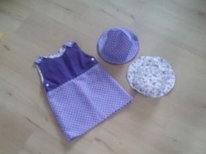 Sommerkleid - gefüttert mit passenden Hüten - gut behütet