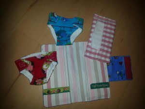 Windeltasche für die Puppemutti von innen mit Windeln, Tüchertasche und Tüchern